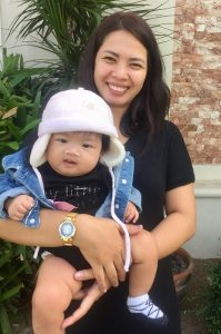 vicky-pedrola-bonding-with-daugther