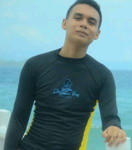 david-bawe-swimming