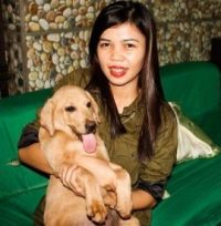 roselyn-absurda-busa-with-pet